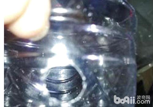 工具:矿泉水瓶,小吸盘,剪刀